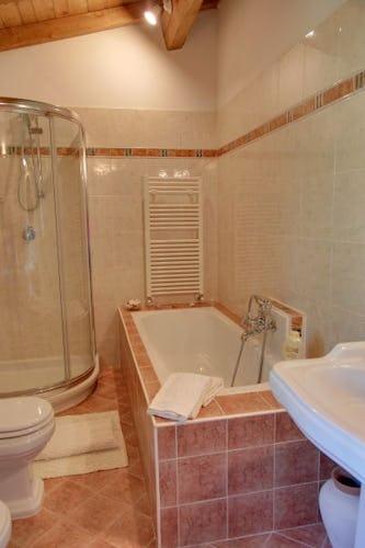 I bagni sono dotati di biancheria ed asciugamani per la piscina