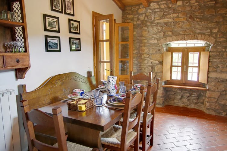 La sala per le colazioni vicina alla cucina, per snack e pasti leggeri