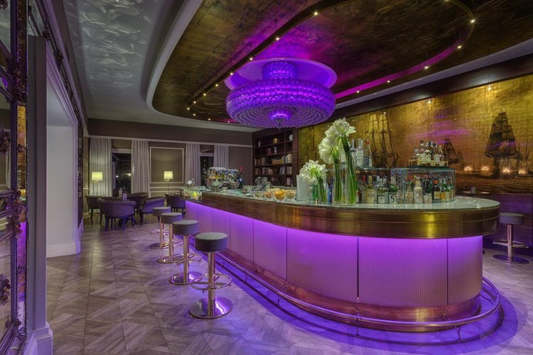 Plaza Hotel Lucchesi - modern and elegant decor