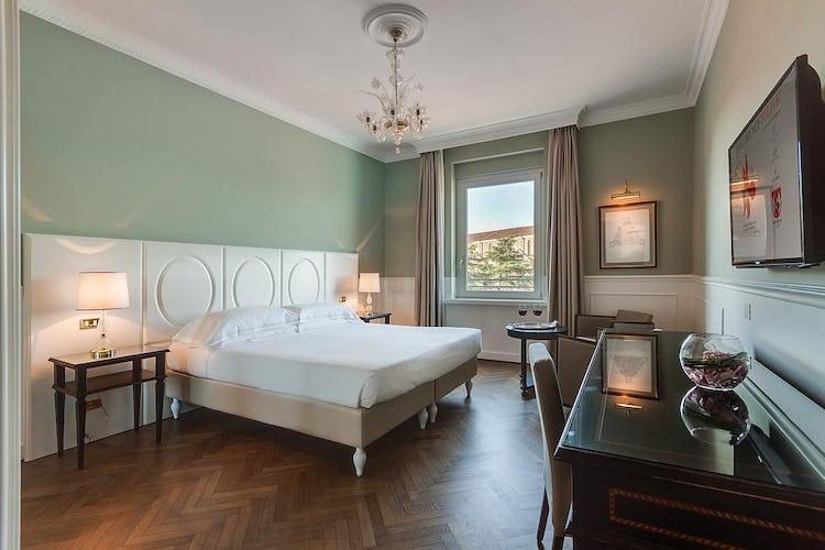 Plaza Hotel Lucchesi - camere sia per single che a misura di famiglia