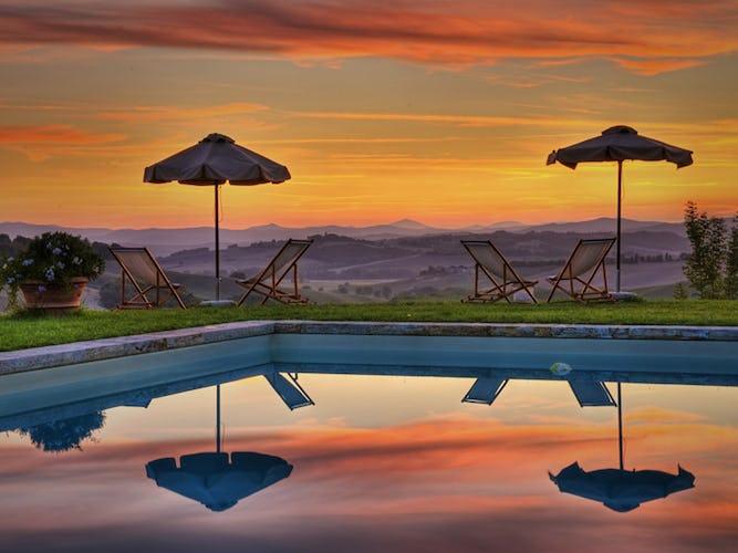 La splendida piscina con vista
