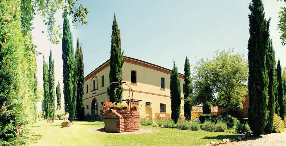 Podere Raffaello - Holiday Apartments and B&B