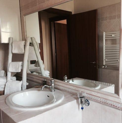 Podere Raffaello - Guest Bathroom