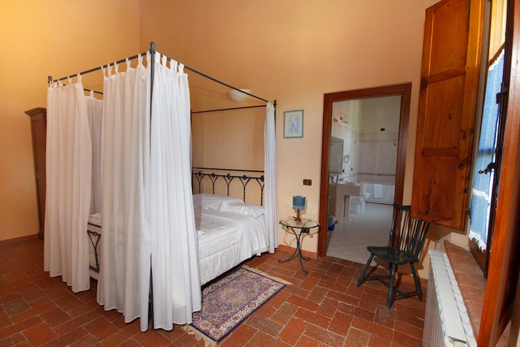 Podere Raffaello - Four Poster Bedroom