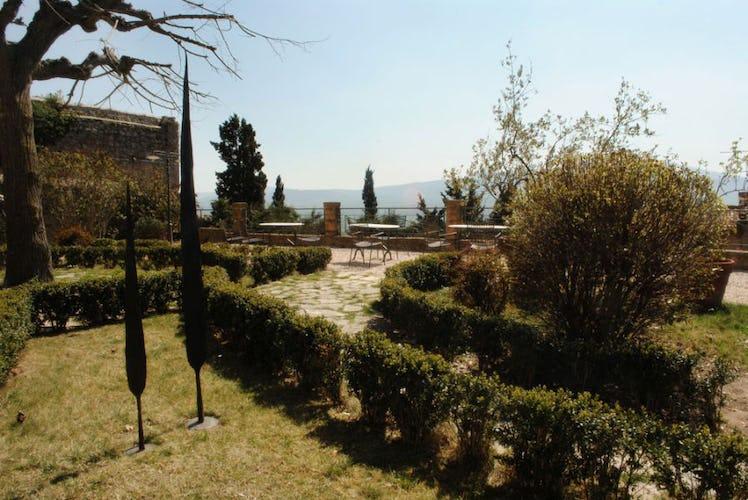 Che magnifico giardino, curato in ogni particolare, con viste uniche!