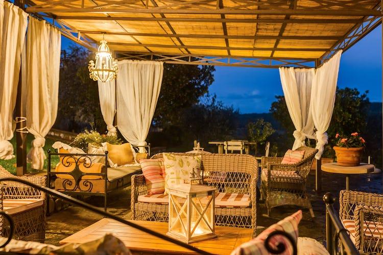 Romitorio di Serelle - All'ombra del gazebo o sul far della sera, bevendo un aperitivo