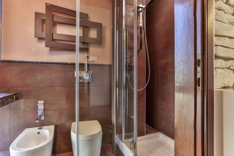 Santa Croce Vacation Apartment in Florence, newly rennovated bathrooms