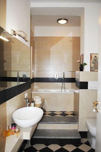 Il bagno di Lungarno: arredo moderno con dettagli tipicamente toscani