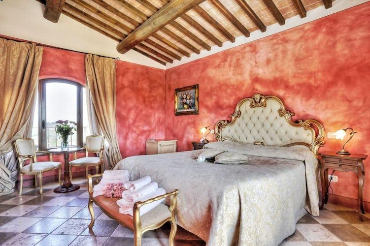 Large luminous junior suite with gracious furniture