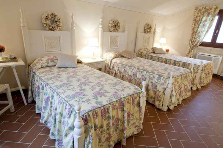 Tenuta Quadrifoglio: Comfortable bathroom in Tuscan farmhouse