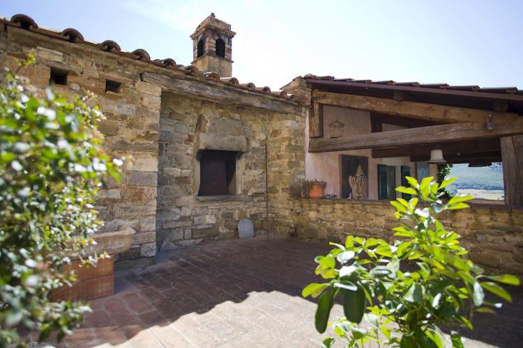 Terzo di Danciano: corner of the villa