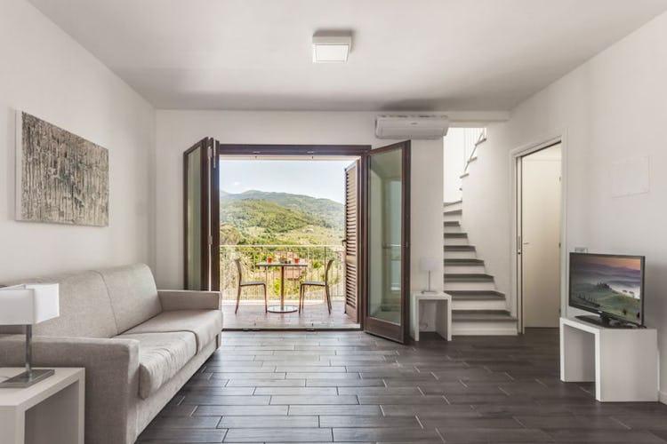 Alcune suites sono dotate di balcone con vista sulle colline
