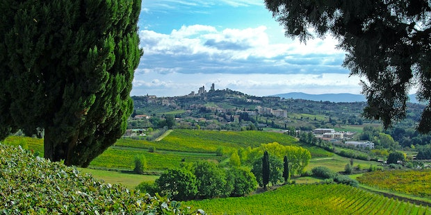 Panoramic views from Villa Arnilù only 1500 meters from S. Gimignano