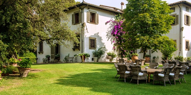 Villa in Tuscan countryside