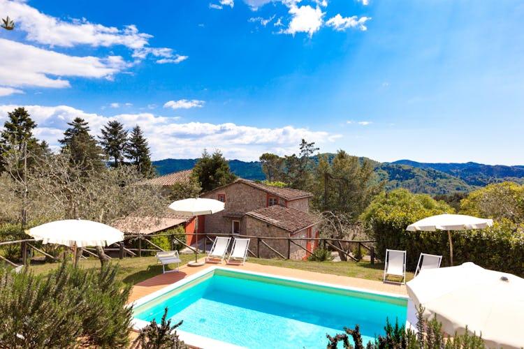 Ghiaia Holiday Villas & Homes: ville e rustici per vacanze con piscina privata vicino Lucca