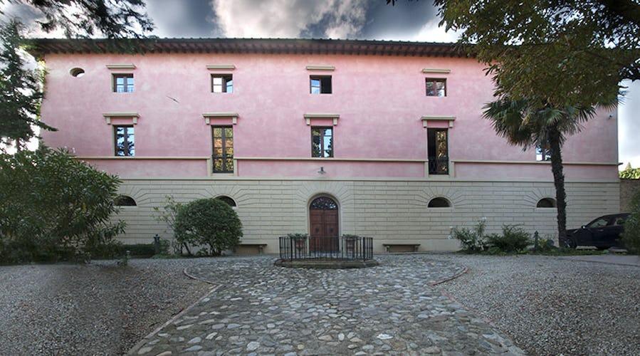 Villa Humbourg - A Majestic Facade