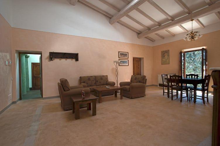 Spacious and Luminous rooms in Apartment Albicoca