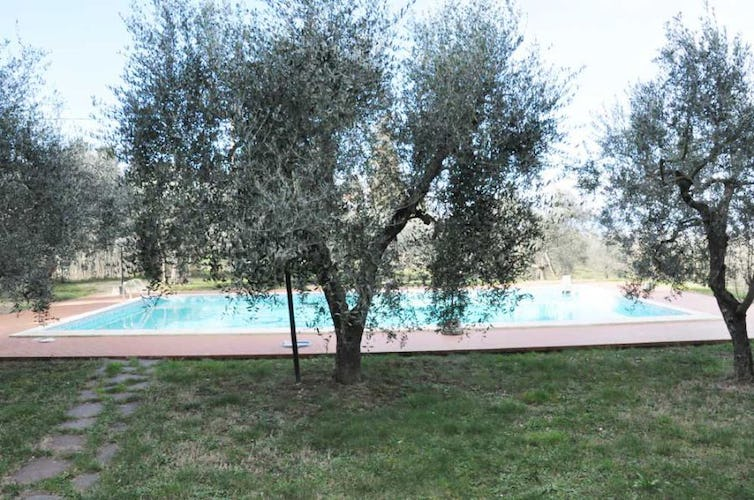 Plan on relaxing by the panoramic pool at Villa i Leoni