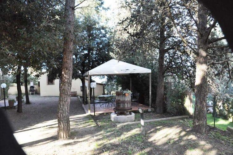 Villa Leoni è dotata di un grande giardino ombreggiato ed attrezzato