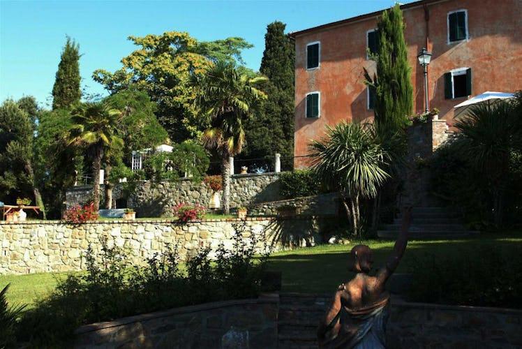 La villa in tutto il suo tradizionale splendore toscano!