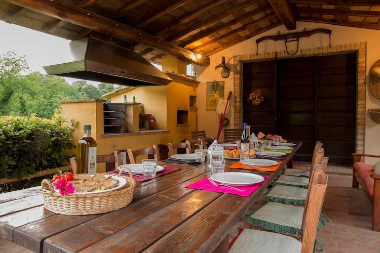 Villa La Fonte - Spazio esterno organizzato per mangiare all'aperto