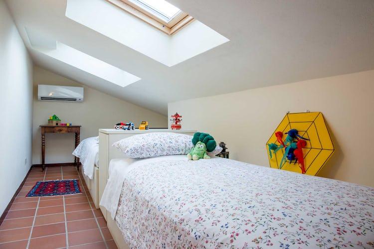 Villa La Fonte - La camera per i bambini con i lucernai