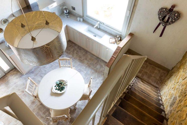 Villa La Fonte - La cucina, dallo stile semplice, pulito e minimalista, decisamente più moderno