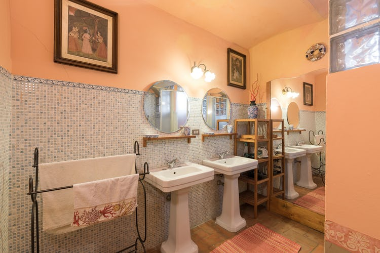 Villa Lysis - en suite bathroom