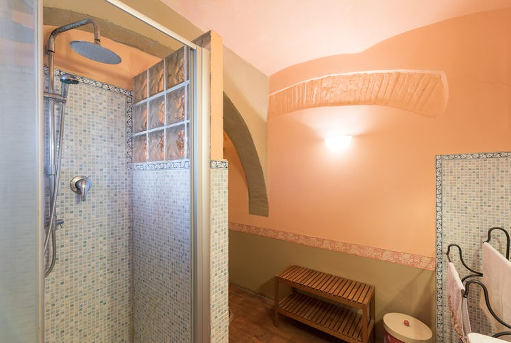 Villa Lysis - bathroom with shower
