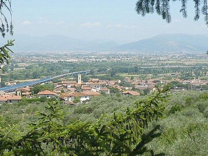 La villa si affaccia su vedute panoramiche della città di Firenze