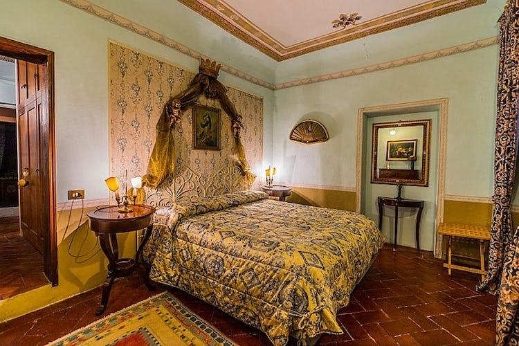 Ogni camera è arredata con lusso ed attenzione nei dettagli
