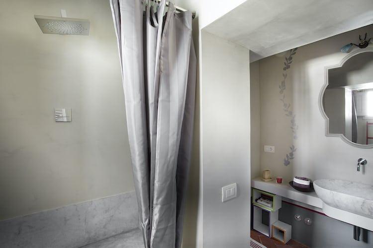 Villa Roveto: bagno con doccia