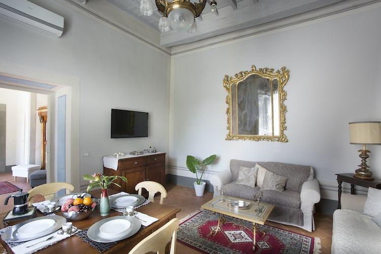 Villa Roveto: i pavimenti sono in tipica terracotta toscana