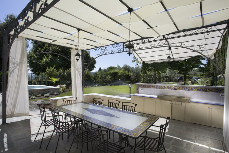 Villa Roveto: il gazebo per poter pranzare o cenare all'aperto