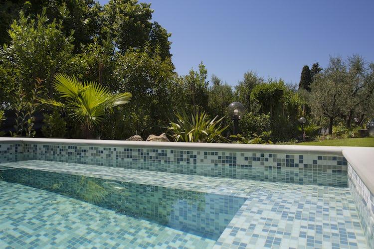 Villa Roveto: magnifica piscina ad uso esclusivo degli ospiti