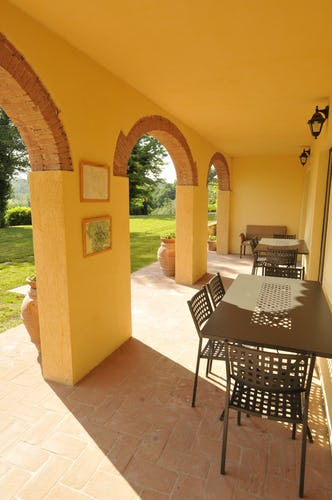 Villa Tiziana: il grazioso portico dove godersi un happy hour in compagnia