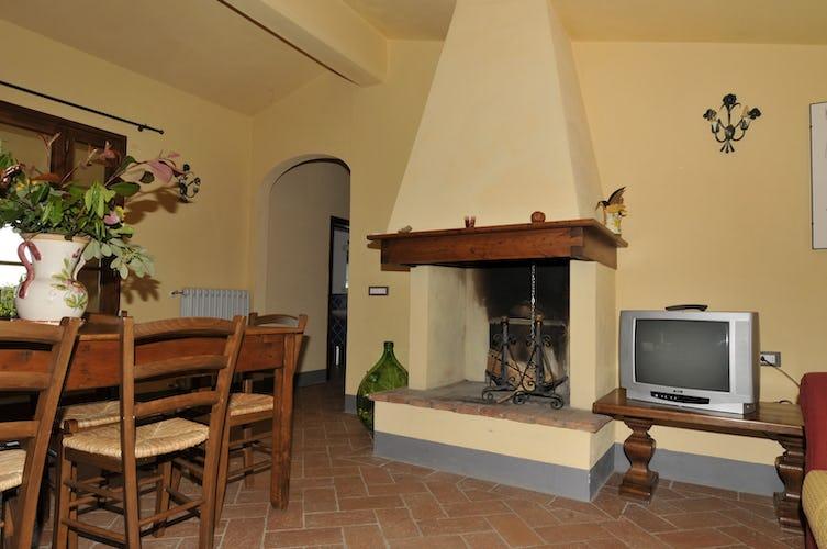 Villa Tiziana: l'accogliente caminetto in stile toscano