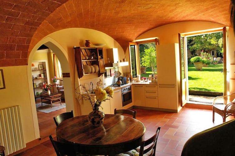 The kitchen of Il Giardino Apartment